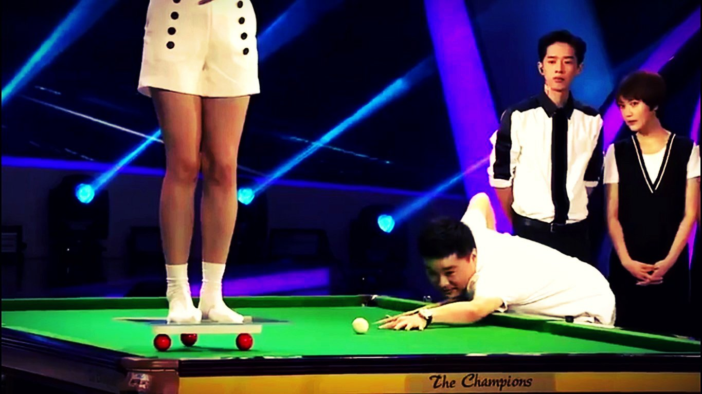 Cute Chinese Girl Snooker Trick Shot | ft. Ding Junhui & Mark Selby