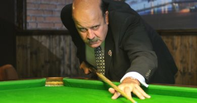 Snooker legend Willie Thorne can't move arms and legs or feed himself due to sepsis